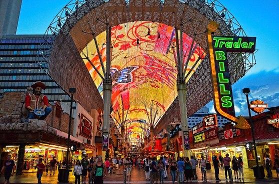 1200px-Fremont_Street_Experience_-_Downtown_Las_Vegas_(19773725368)